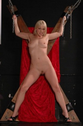 Elisa nue sm soumise sexy blonde chatte epilee
