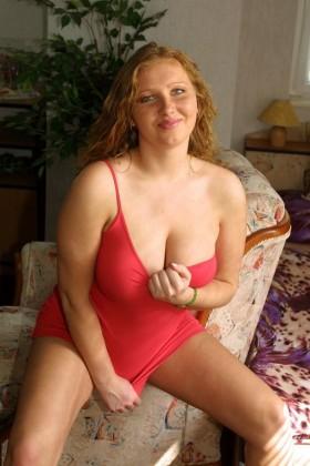 Femme ronde dévoile sa grosse poitrine